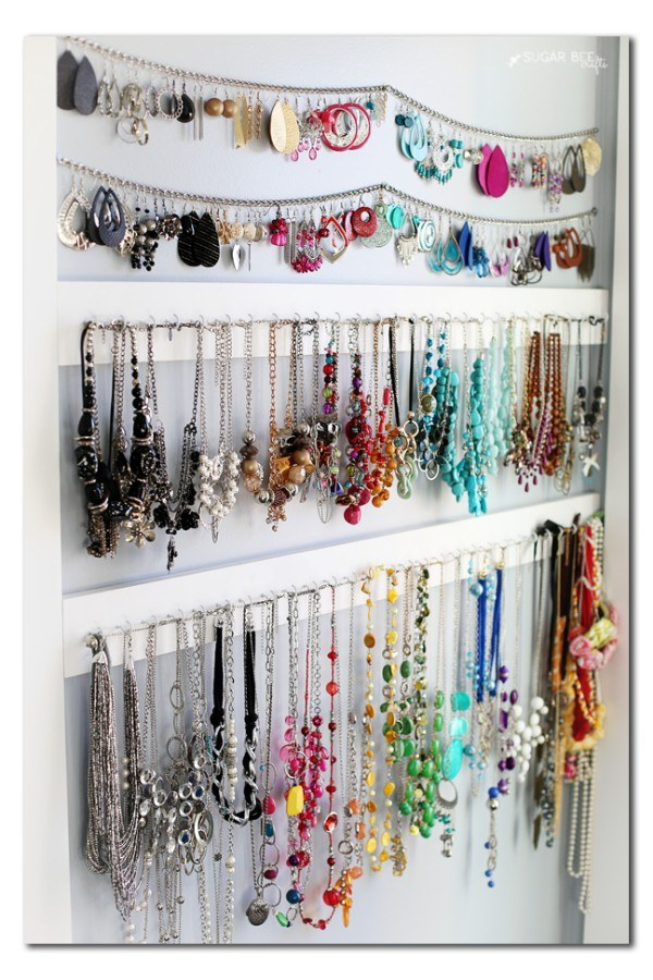 No more tangled necklaces with this super simple DIY jewelry organizer.