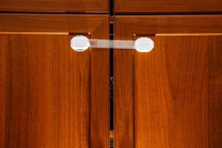 What are the Best Cabinet Locks for Babyproofing?