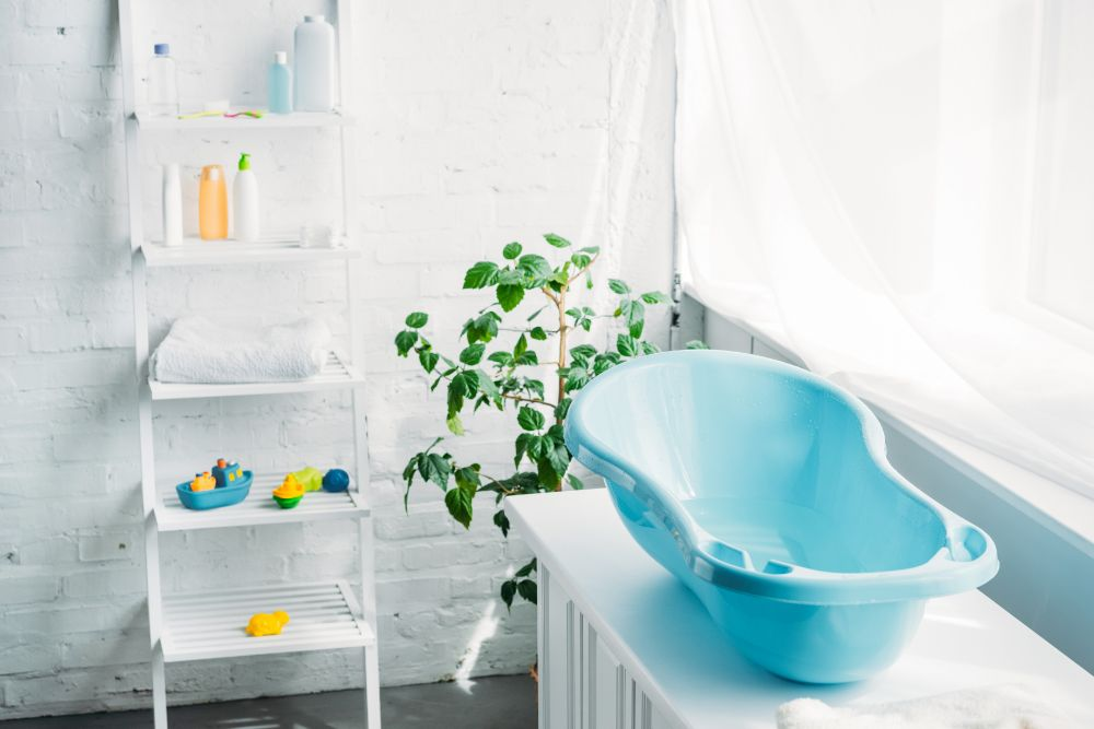9 Practical And Inexpensive Ways To Store Bath Toys