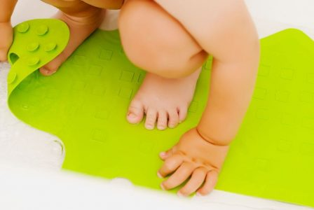 10 Best Baby Bath Mats (2019 Reviews)