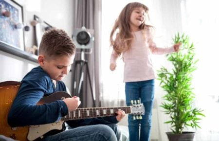 9 Best Guitars for Kids of All Ages 🤘 (2020 Reviews & Guide)