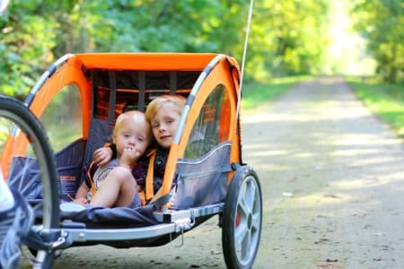 8 Best Bike Trailers for Kids (2019 Reviews)