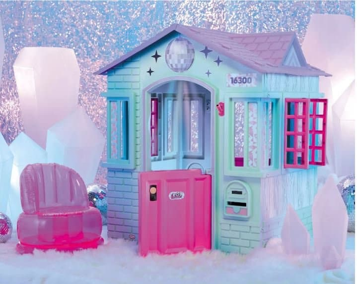 Product Image of the L.O.L. Surprise! Winter Disco Cottage