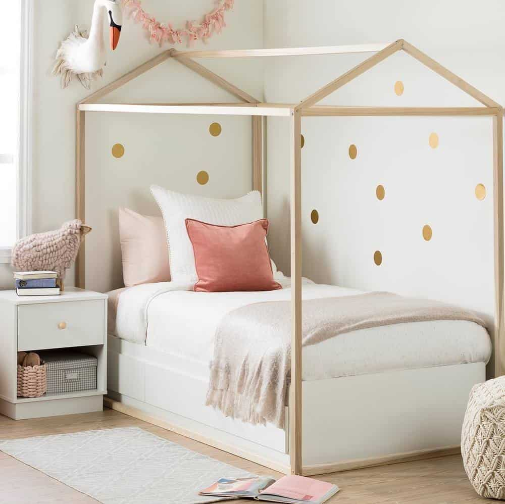 A beautiful girl's house beds