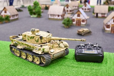 Remote controlled battle tank