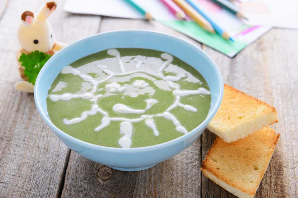 Spinach puree as baby food